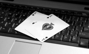 Online Poker Aces